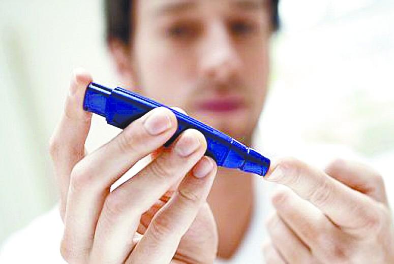掌控糖尿病-血糖仪测血糖图